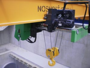 Mostový žeriav pre údržbu technológie