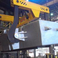 Traverza na vylievanie roztaveného kovu z panvy