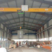 Jednonosníkový mostový žeriav 5000 kg so zdvihnutým mostom