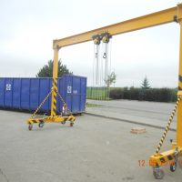 Gantry crane with manual lift and travel 1t+1t
