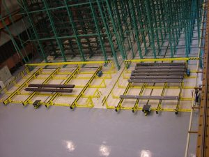 The chain conveyor at the entrance in front of the shelves