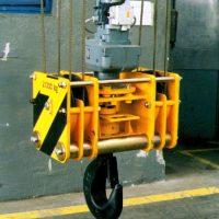 Kladnica s elektrickou otočou háku 20000 kg