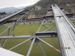 Detail odsúvateľnej strechy futbalového štadióna