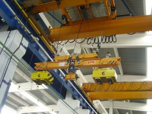 Spreader beams with magnets